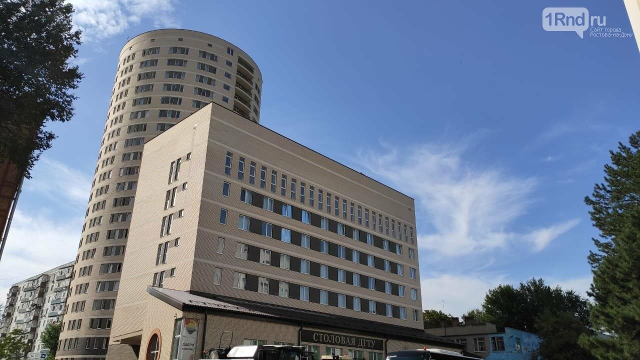 На фото круглое общежитие ДГТУ