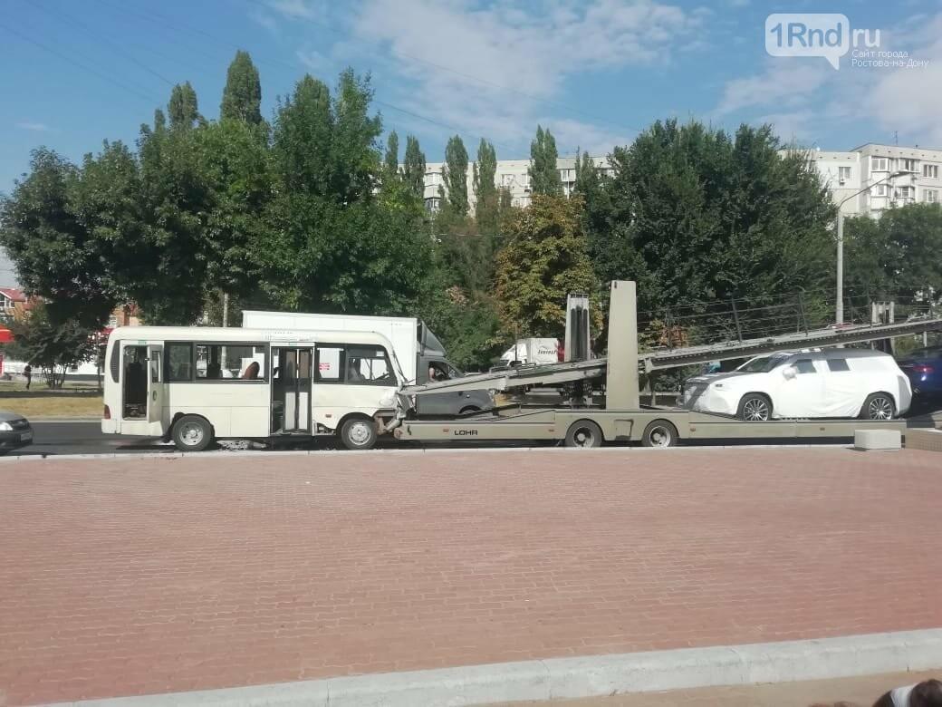 В Ростове 5 пассажиров пострадали при столкновении маршрутки и автовоза, фото-2, Фото - ОП УГИБДД РО