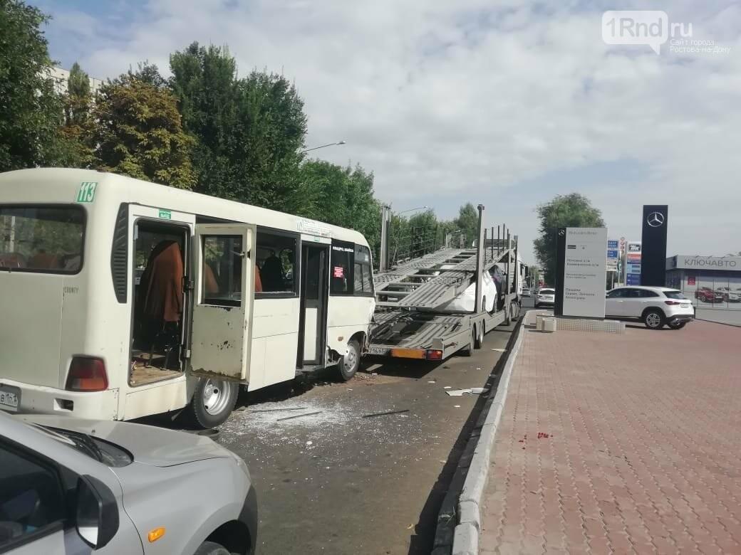 В Ростове 5 пассажиров пострадали при столкновении маршрутки и автовоза, фото-1, Фото - ОП УГИБДД РО