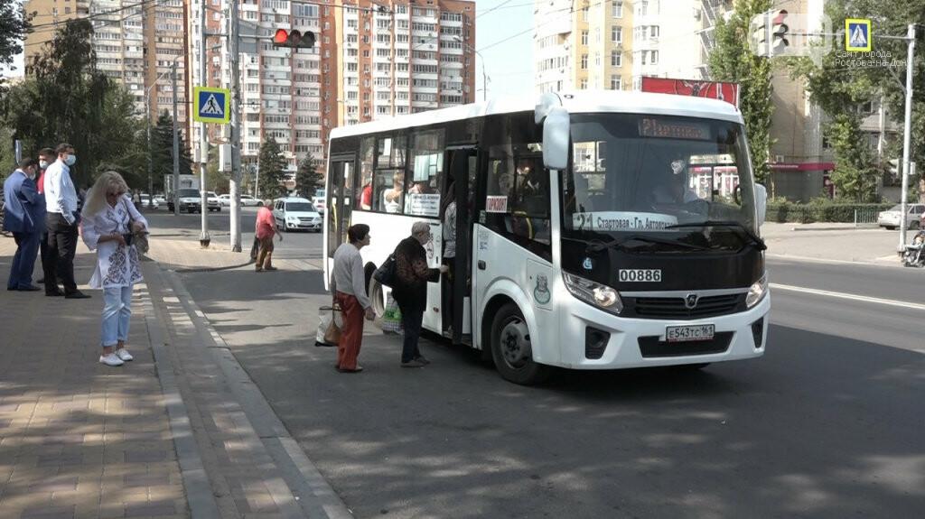 Директор дептранса Ростова лично проверил соблюдение масочного режима в автобусах, фото-1
