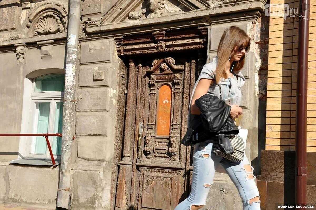 Уникальная резная дверь дома Мишустина в Ростове, Фото - МойФасад