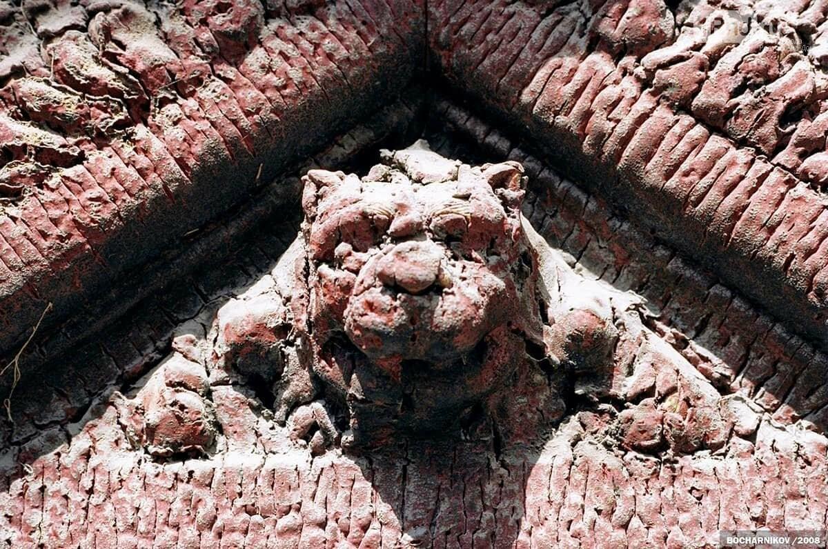 Декор двери на доме Мишустина, Фото - МойФасад