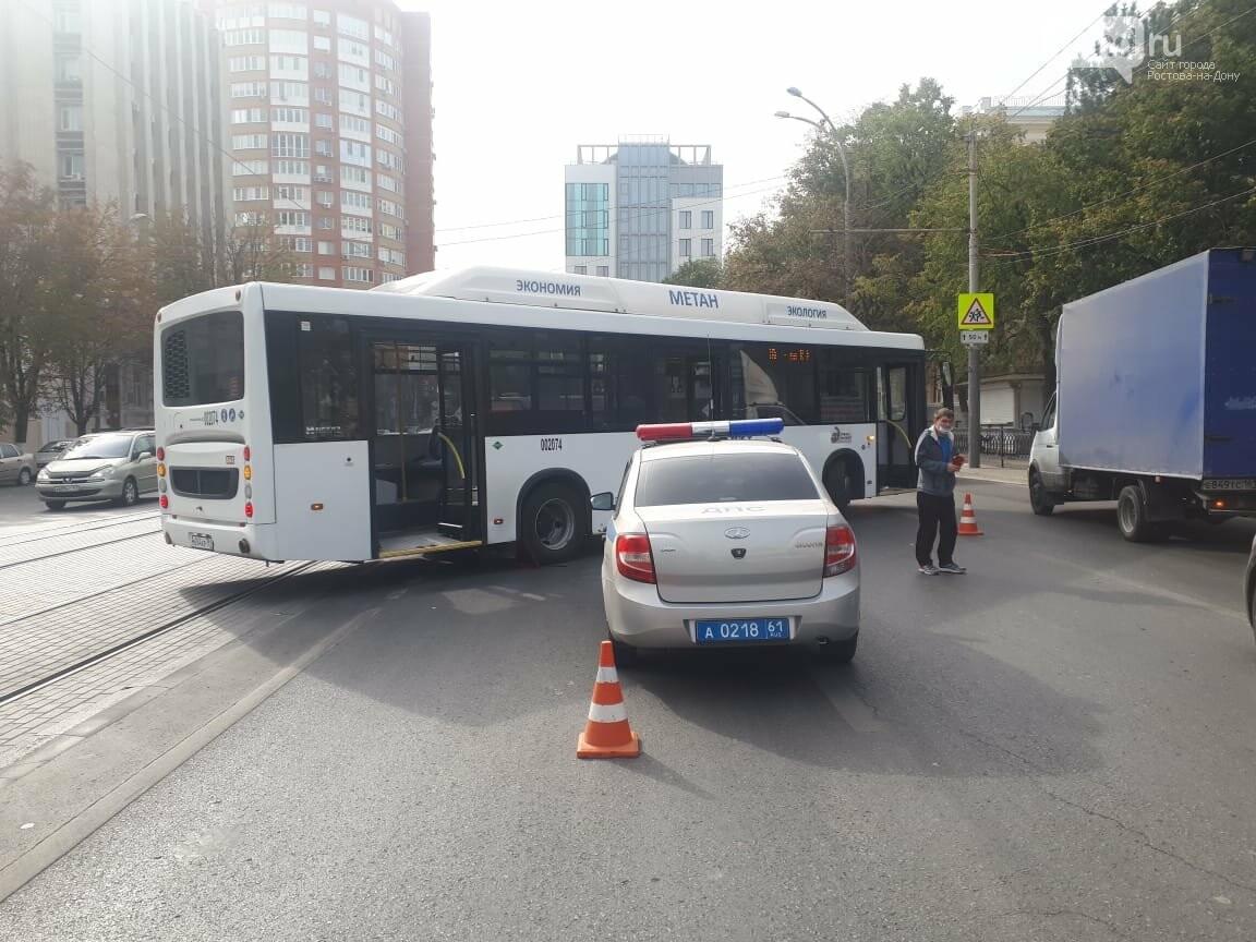 Автобус сбил пешехода на площади Карла Маркса, Фото - ГИБДД по РО