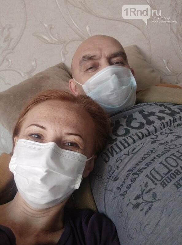 Станислав Нови с женой дома во время болезни