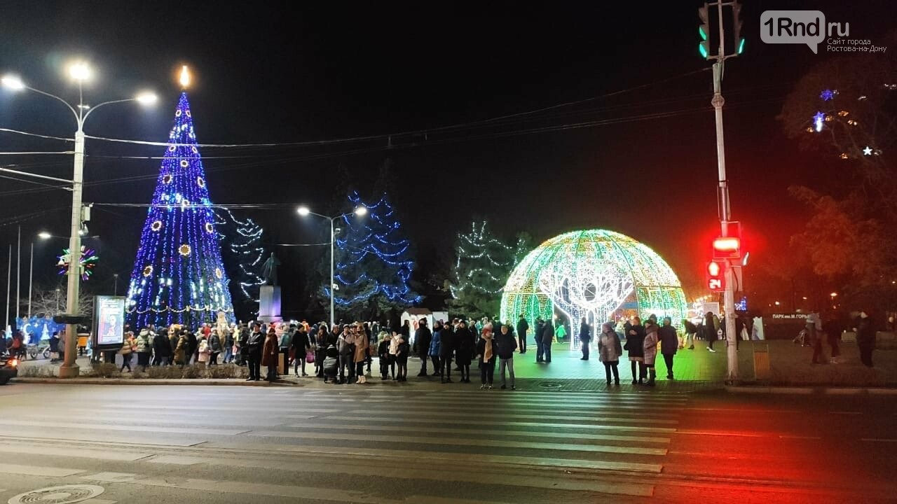 Массовые гуляния в Ростове/ фото Анны Дунаевой