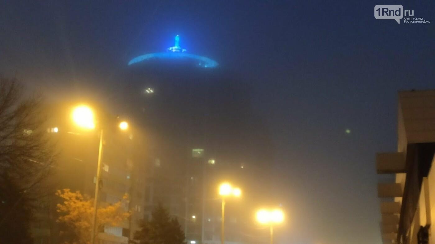 Подсветка здания превратилась в НЛО, Фото Анны Дунаевой