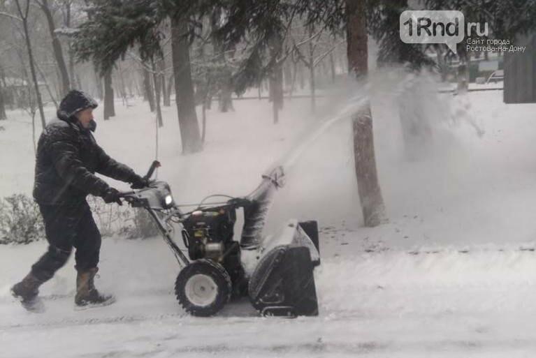 Уборка снега 15 января в Ростове, Фото пресс-службы мэрии