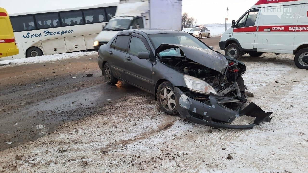Пострадали водитель и пассажир иномарки, фото УГИБДД РО