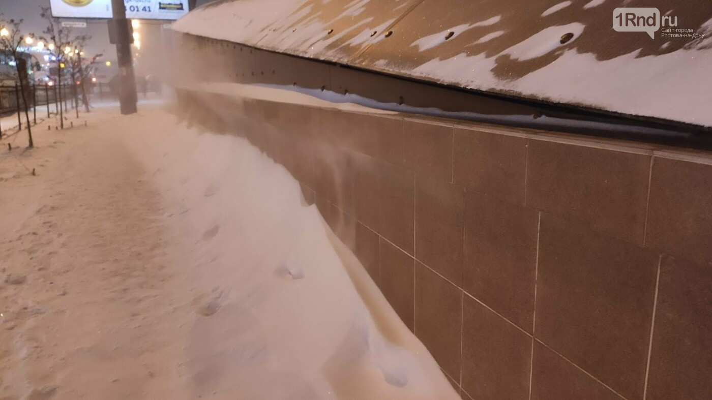 Занесённый снегом портал перехода на Нагибина, Фото 1rnd.ru