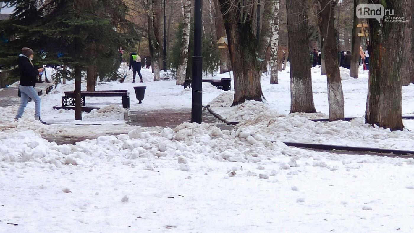 Подметание снега - ноу-хау ростовских дворников, Фото Анны Дунаевой
