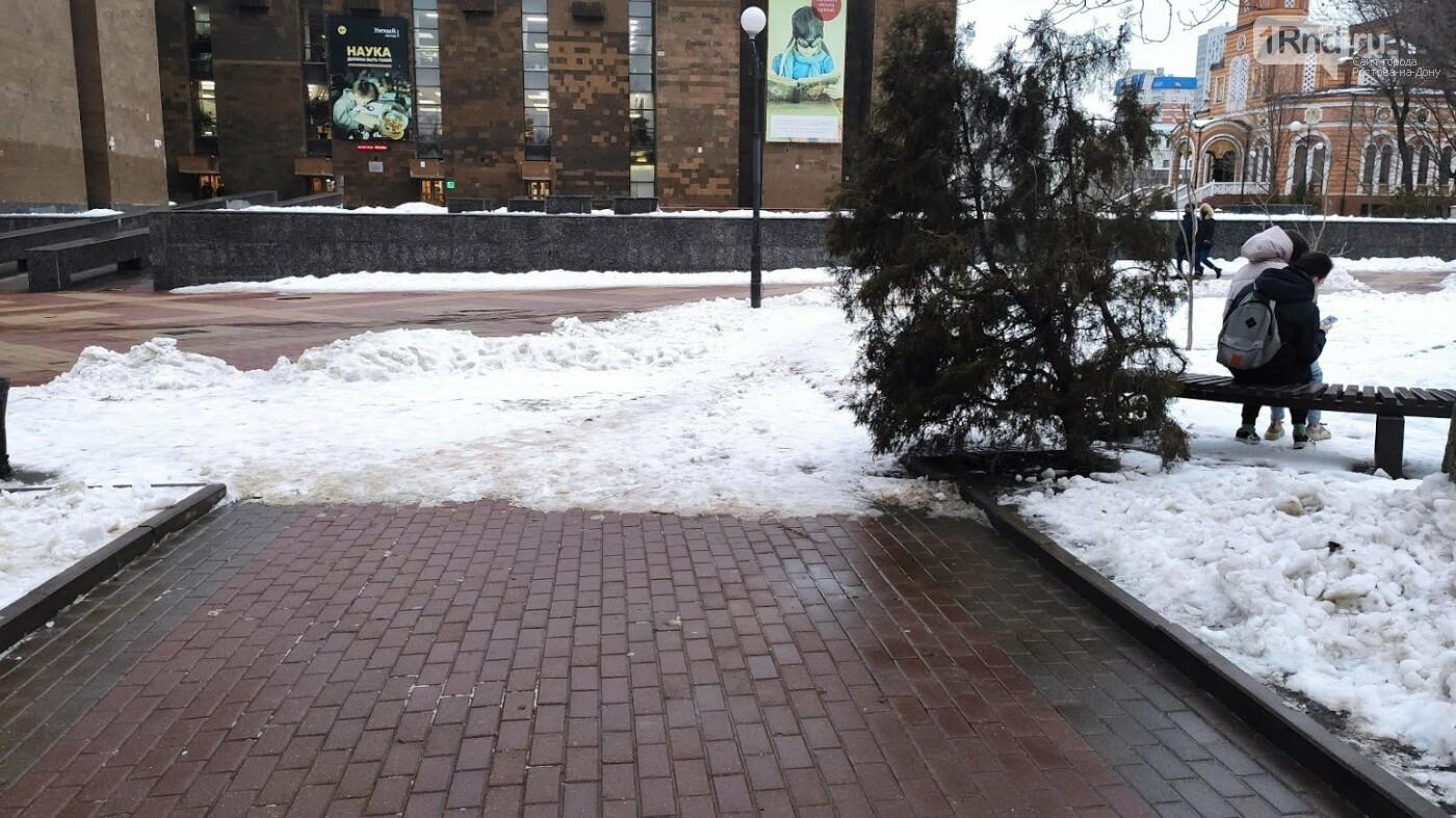 Победить снег за день работ не удалось, Фото Анны Дунаевой