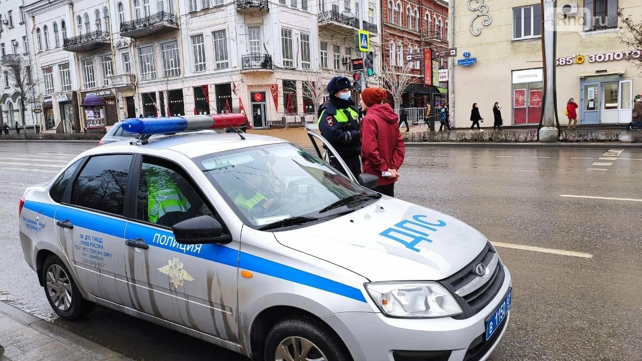 Водителя на Большой Садовой остановили полицейские за песню Виктора Цоя