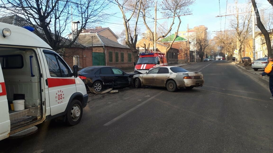 Тройное ДТП с такси Ситимобил в Ростове 21 февраля, Фото ГИБДД РО