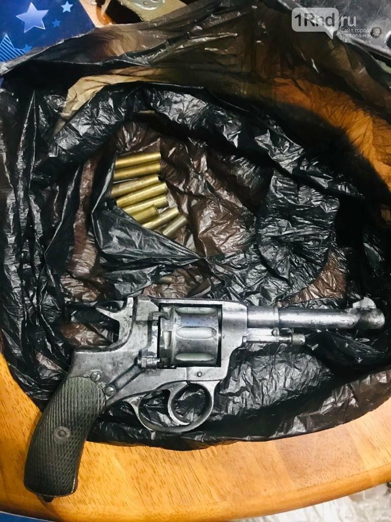 Револьвер Наган у задержанных
