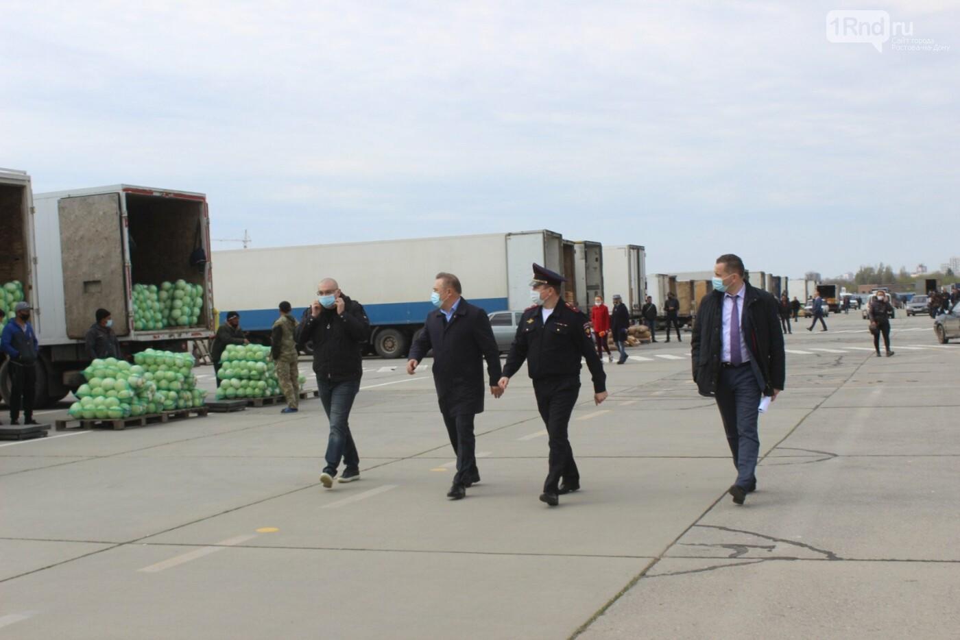 На взлётке старого аэропорта Ростова начали торговать овощами, Фото - пресс-служба губернатора РО