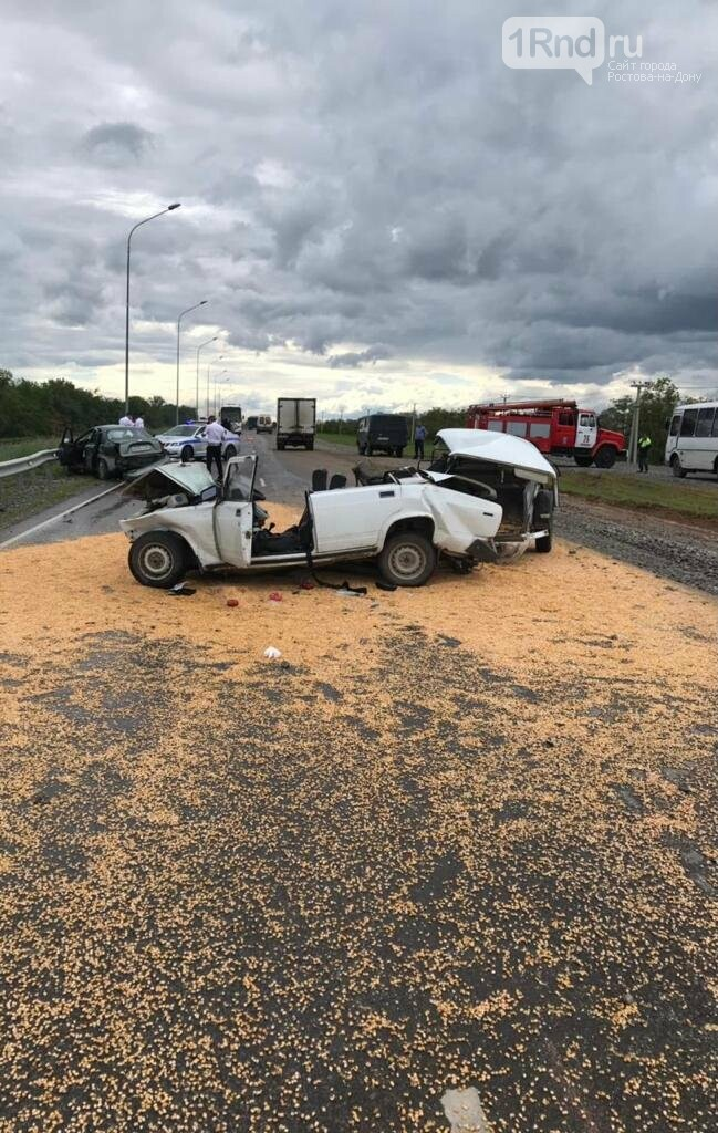 Обе машины разбились в хлам