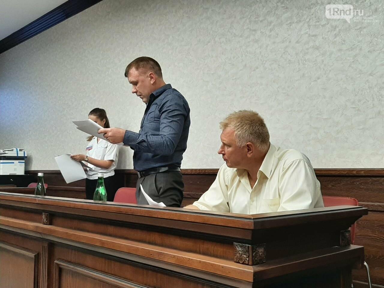 """""""Прокурор"""" зачитывает обвинение"""