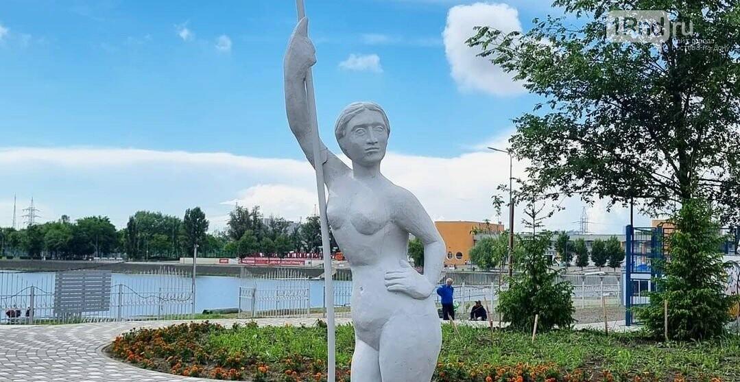 Девушка с погнувшимся веслом: детали, Фото - Ростов Главный