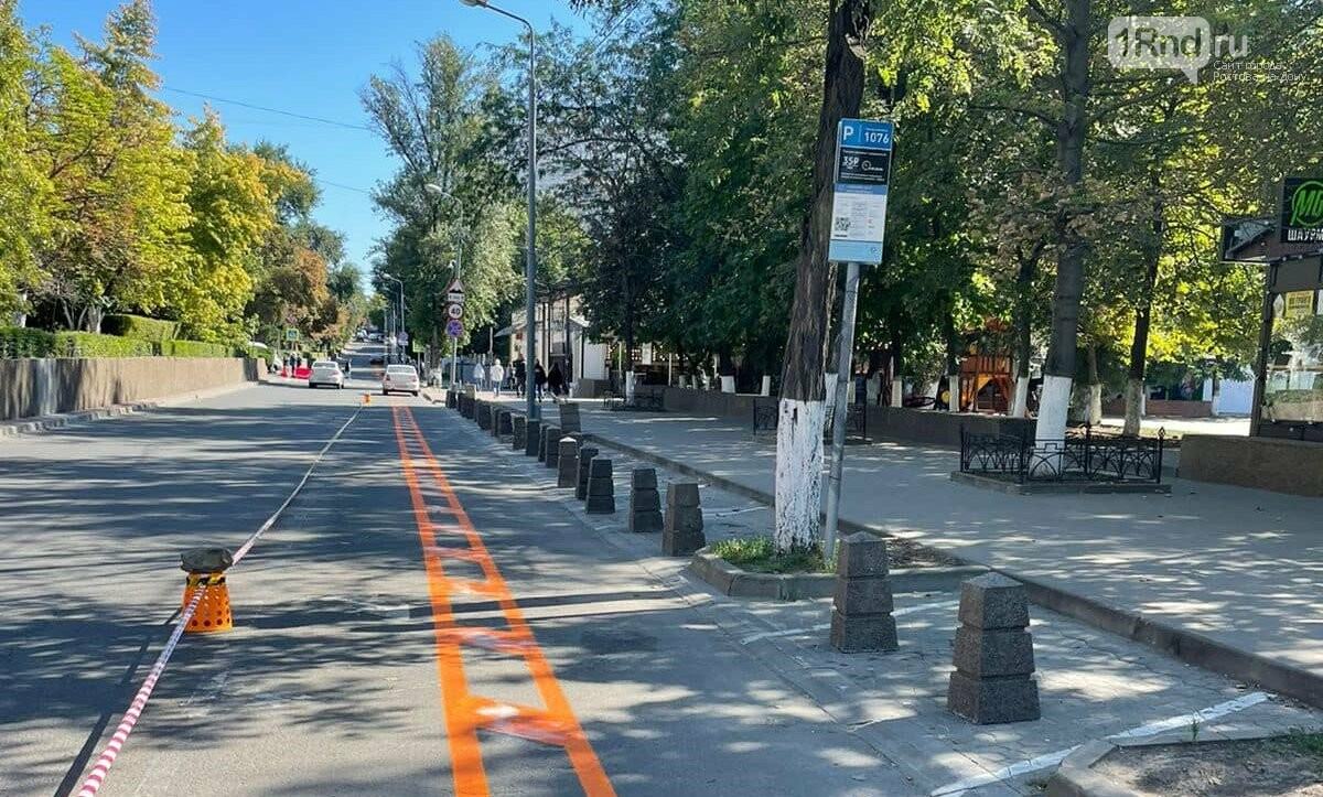 Парковочные карманы на Пушкинской закрыты столбиками