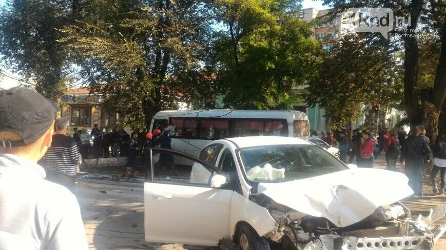 Врезультате происшествия надороге смаршруткой вТаганроге пострадали 13 человек