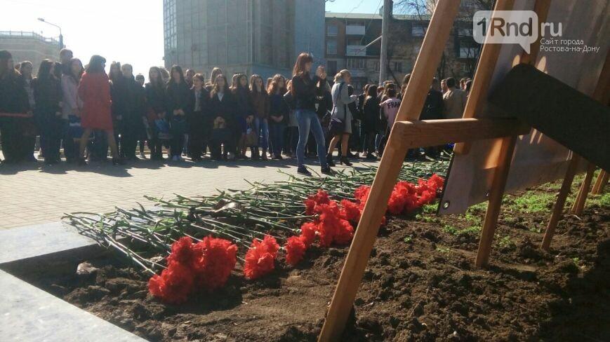 ВРостове установили баннер впамять опогибших в северной столице