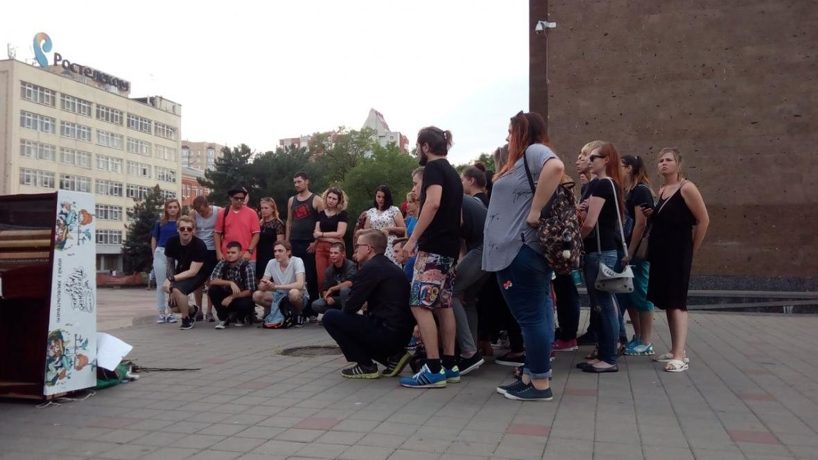 Ростовчане устроили уличный концерт в память о солисте Linkin Park , фото-4