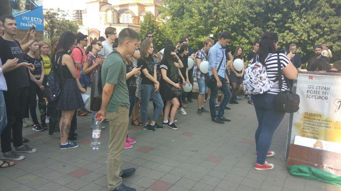 Ростовчане устроили уличный концерт в память о солисте Linkin Park , фото-2