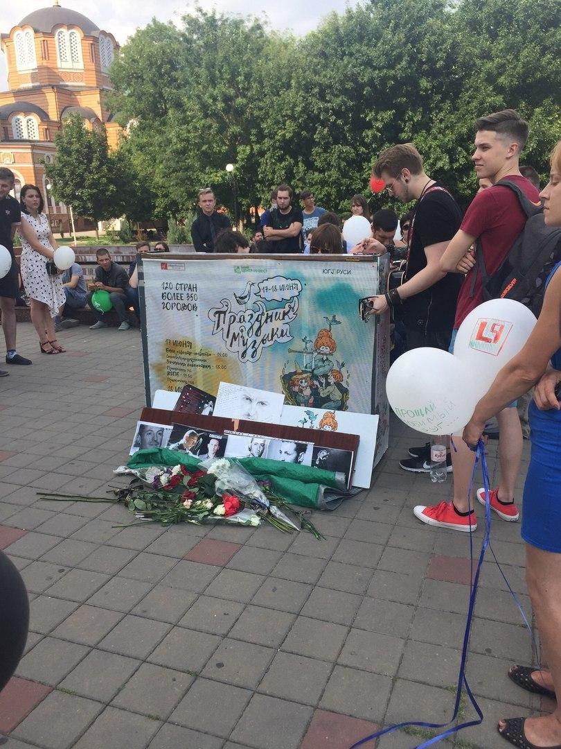 Ростовчане устроили уличный концерт в память о солисте Linkin Park , фото-1