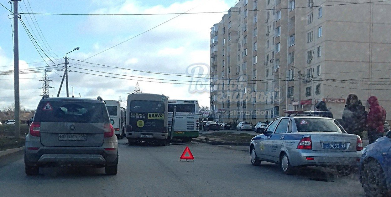 Ростовчанка пострадала в столкновении маршрутки и автобуса на Темернике, фото-1