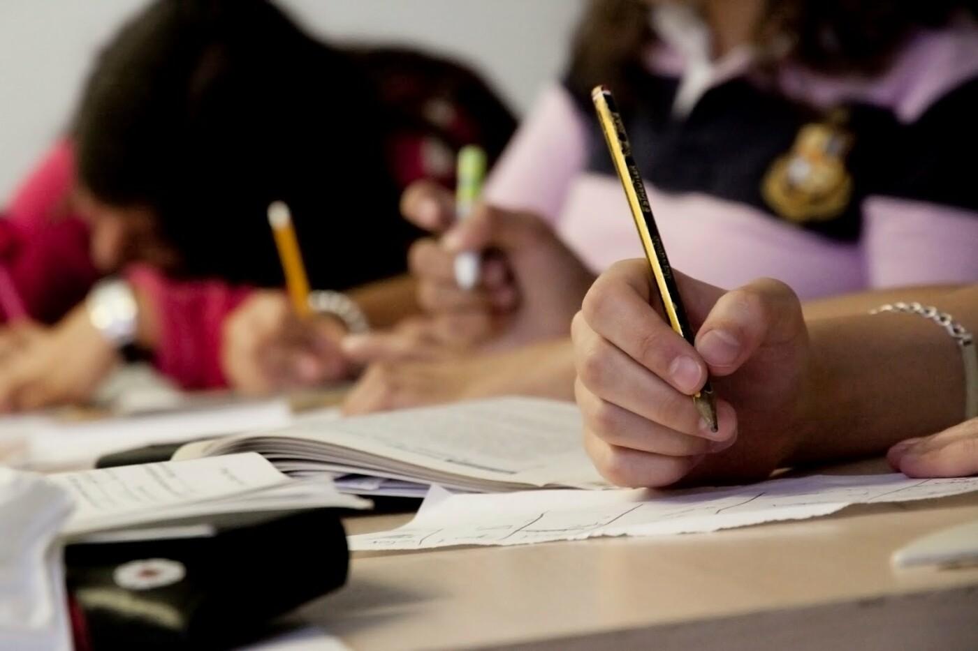 Перед школой: эксперты рассказали о нормах ученической формы и режима дня , фото-3, Фото: https://pbs.twimg.com/