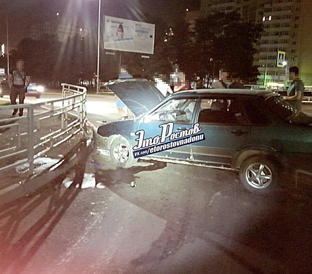В Ростове загоревшийся после удара автомобиль тушили пивом, фото-1