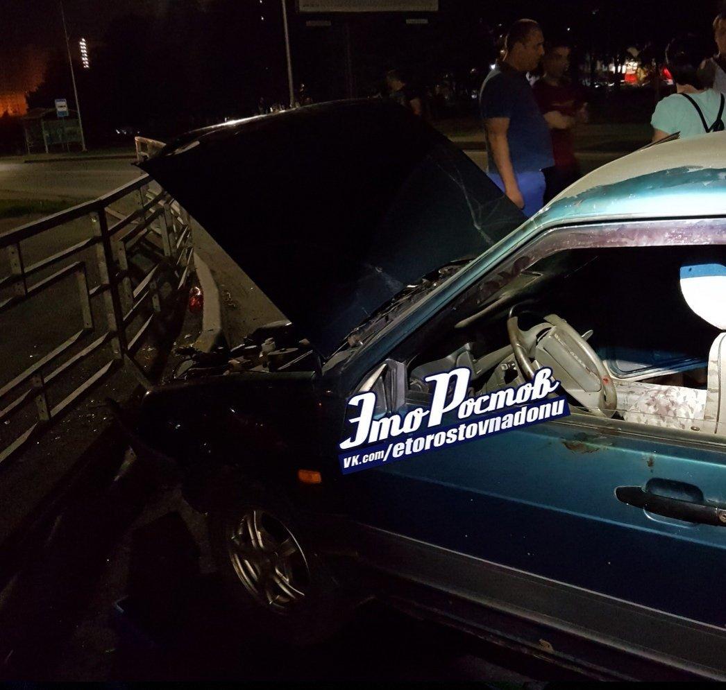 В Ростове загоревшийся после удара автомобиль тушили пивом, фото-2