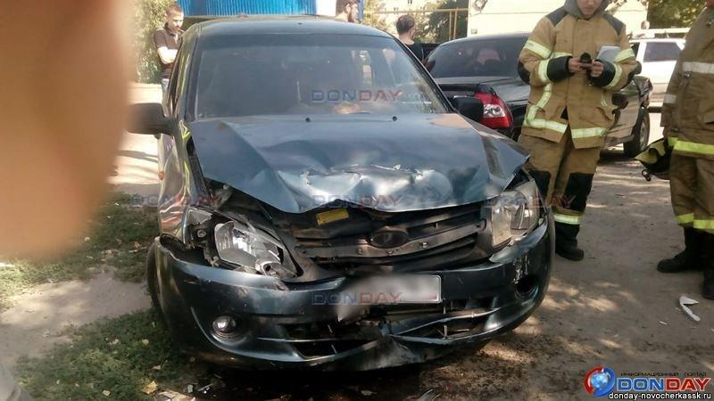 В Новочеркасске 16-летний парень за рулем Lada Priora влетел в остановку, фото-1