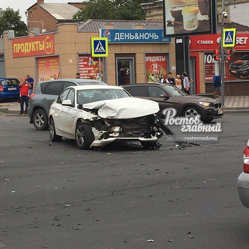 Три человека получили серьезные увечья в ДТП в центре Ростова-на-Дону, фото-2