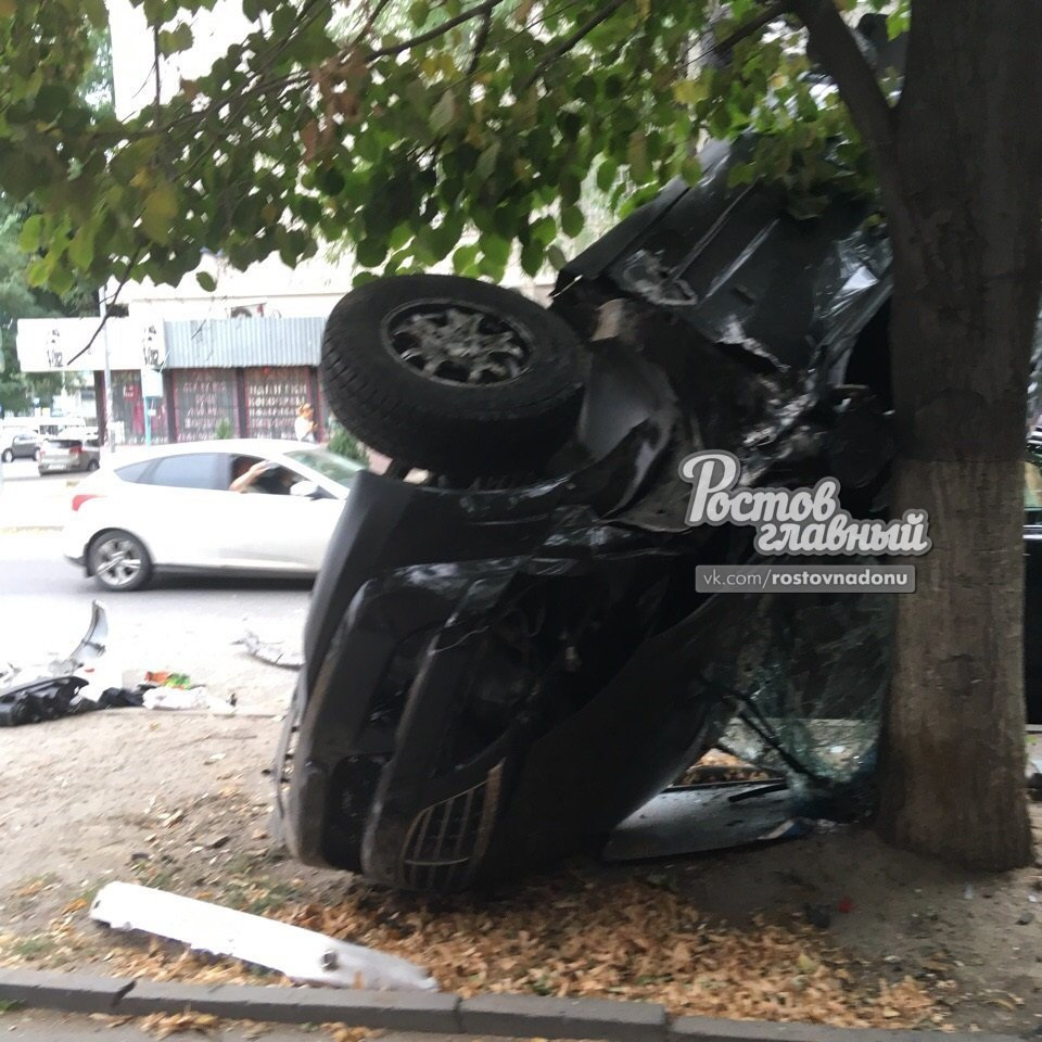 Три человека получили серьезные увечья в ДТП в центре Ростова-на-Дону, фото-1