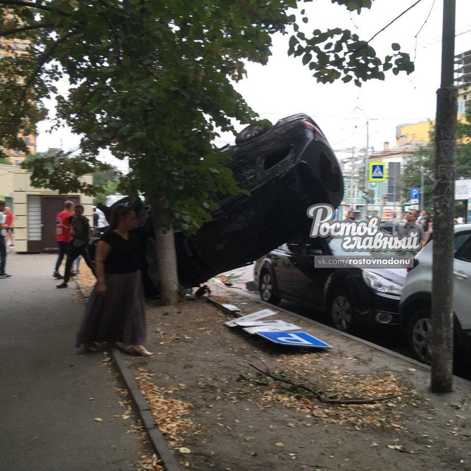 Три человека получили серьезные увечья в ДТП в центре Ростова-на-Дону, фото-3
