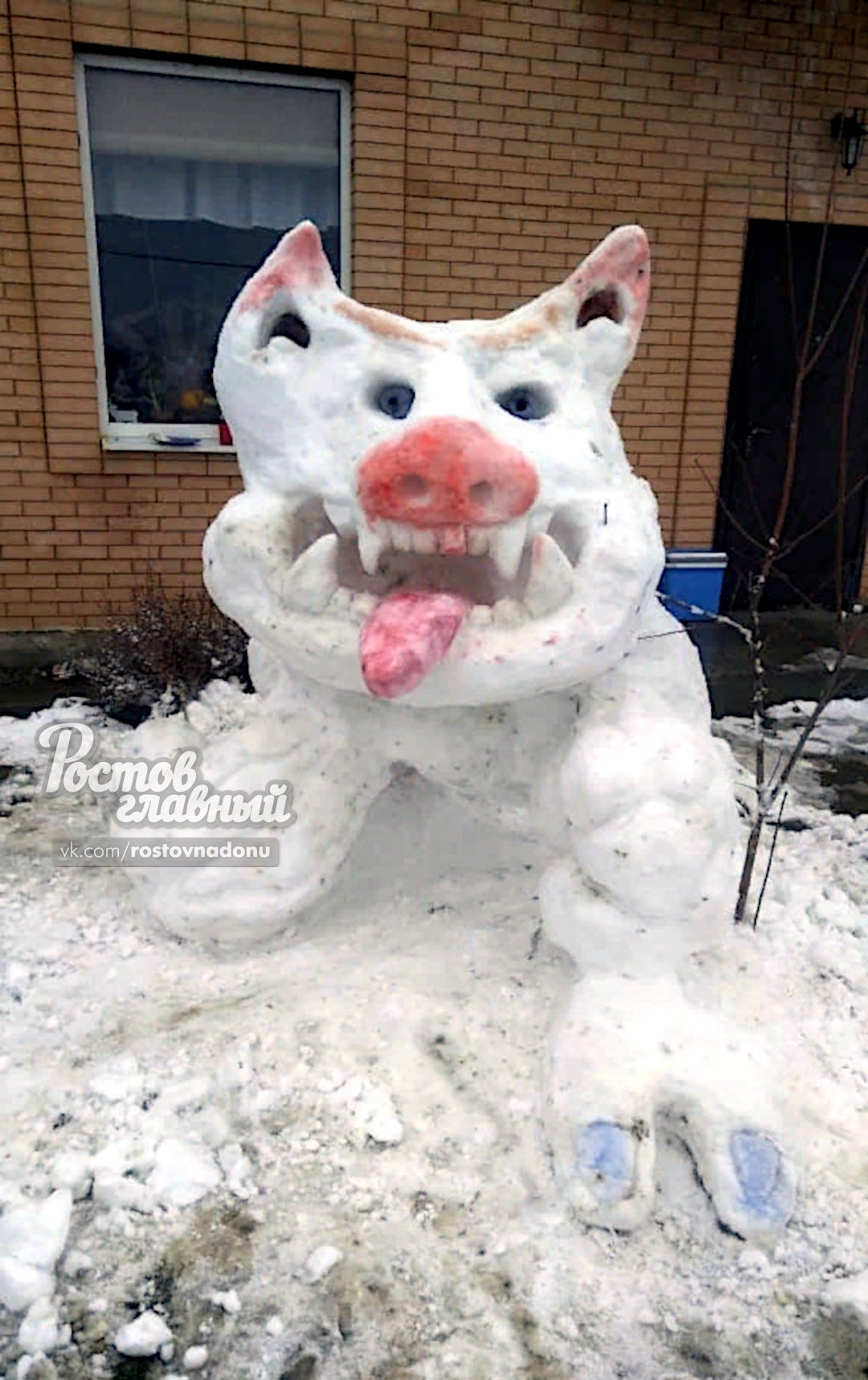 В Ростове из снега слепили свинозавра , фото-1