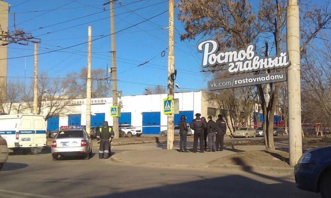 В Ростове из-за бесхозного чемодана рядом с отделом полиции оцепили проспект, фото-1