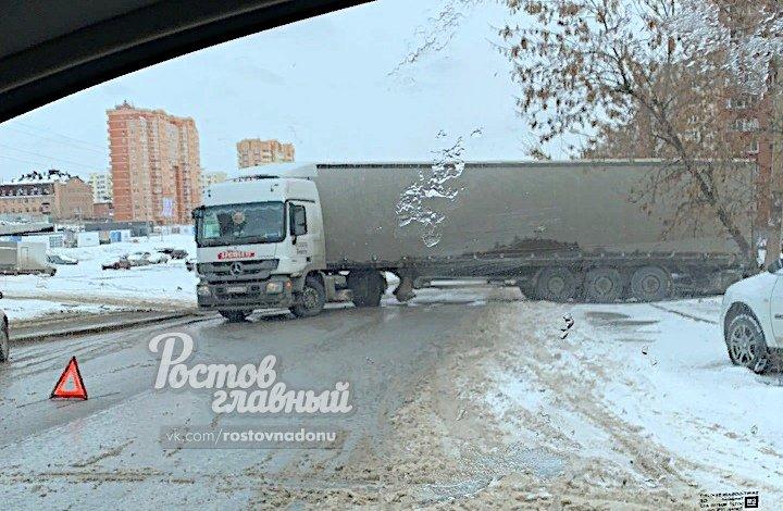 ДТП на Орбитальной в Ростове парализовало автодвижение, фото-1