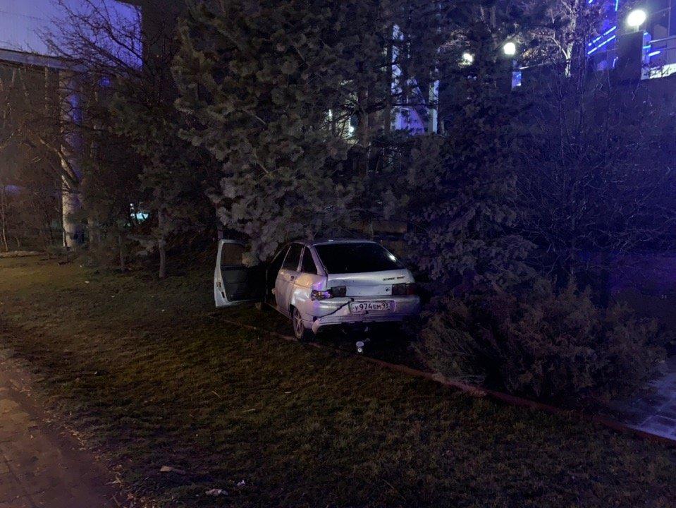 В Ростове виновник аварии скрылся с места происшествия, фото-1