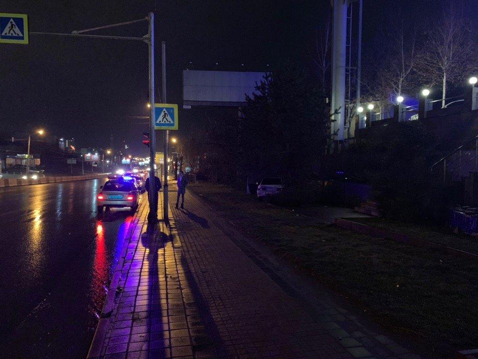 В Ростове виновник аварии скрылся с места происшествия, фото-2