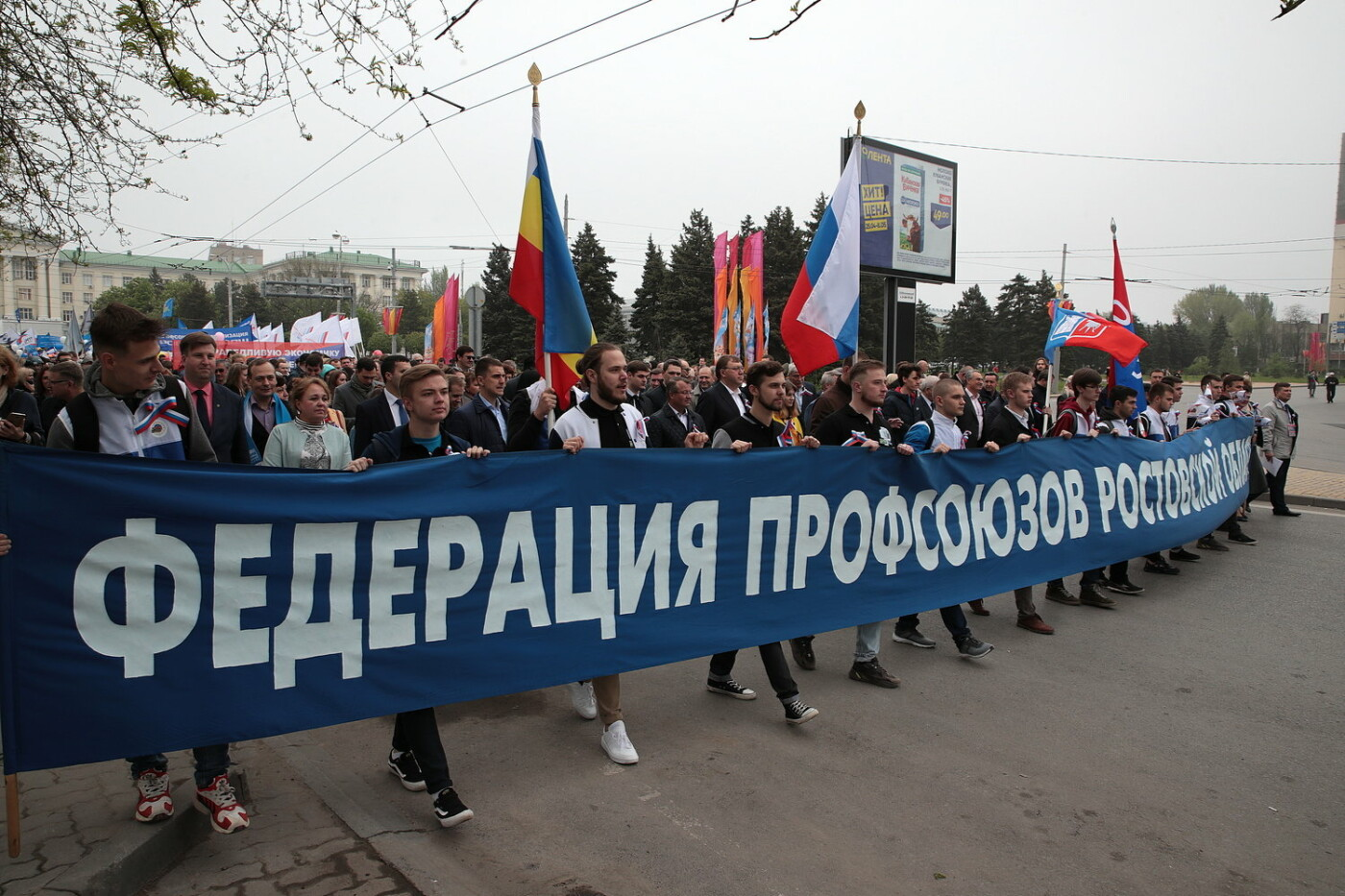 Против социального фашизма, за свободный интернет:  самые яркие лозунги Первомая в Ростове, фото-2