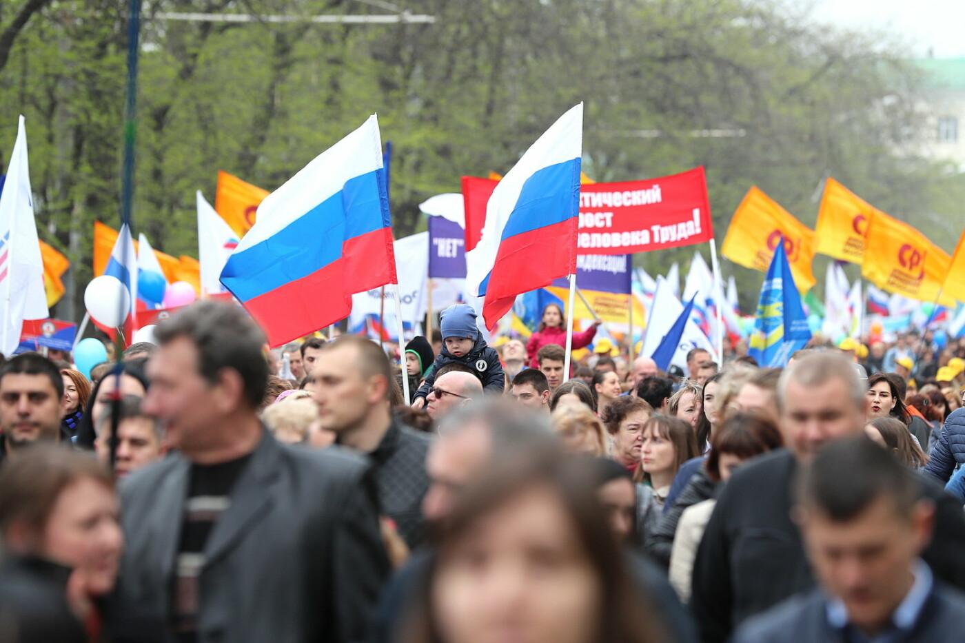Против социального фашизма, за свободный интернет:  самые яркие лозунги Первомая в Ростове, фото-1