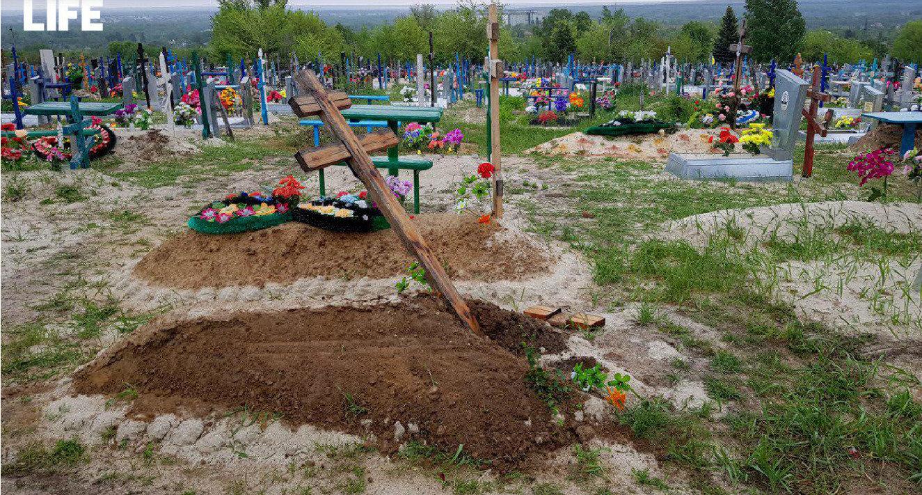 В День Победы пьяный водитель разрушил 8 могил на кладбище в Ростовской области, фото-1