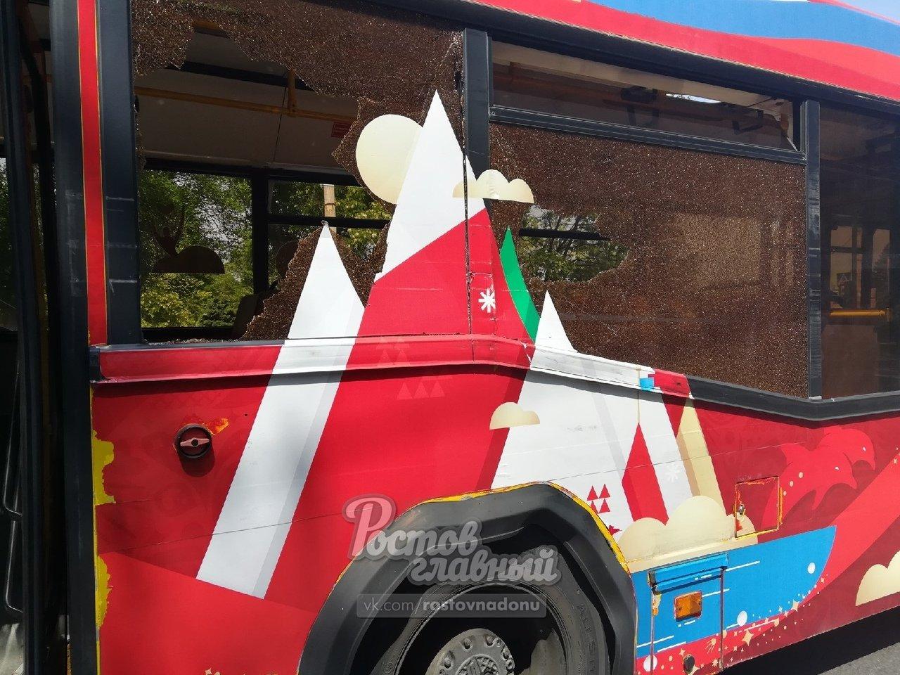 94 vs 49: два автобуса столкнулись в Ростове-на-Дону, фото-1