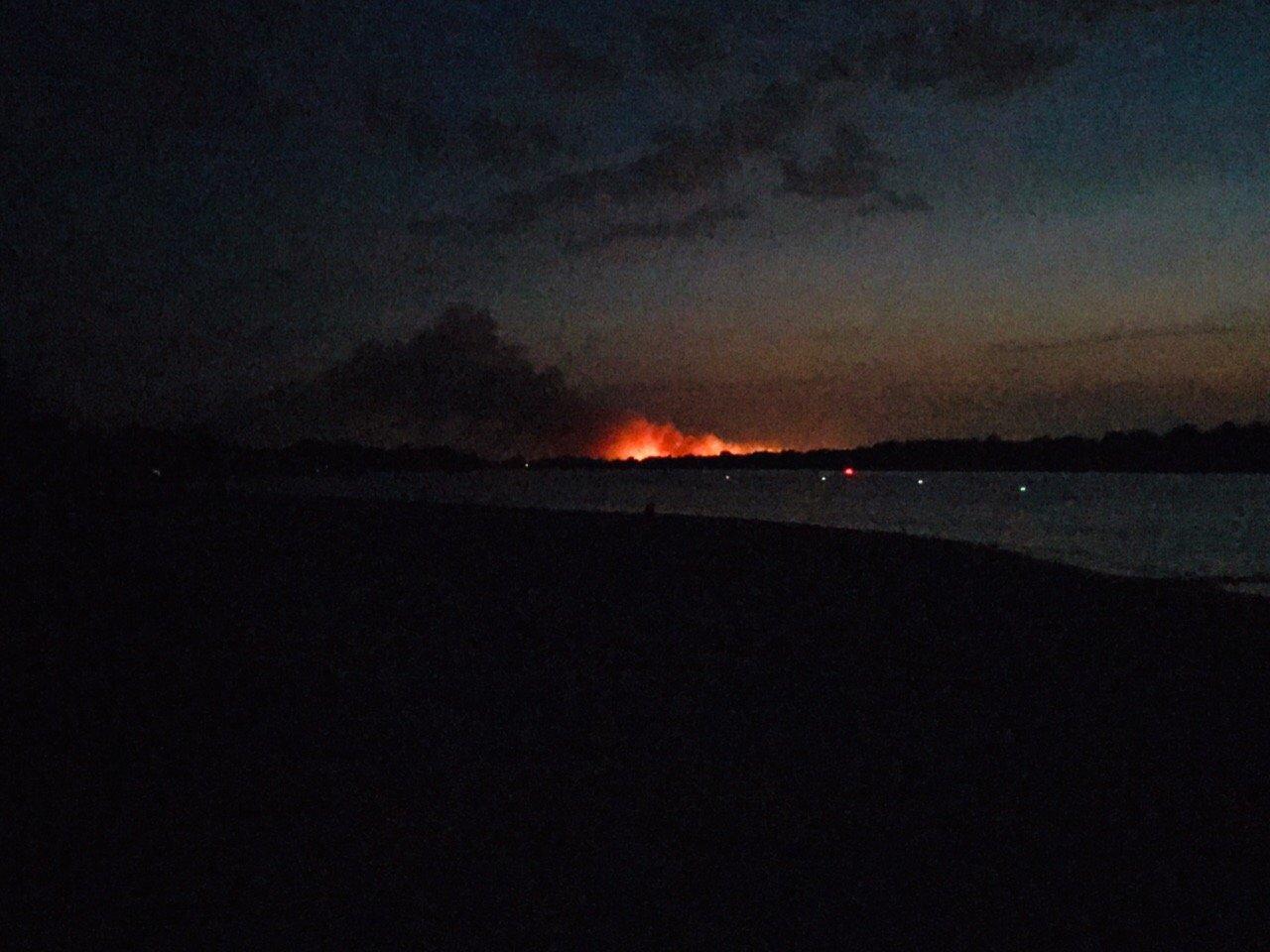 Огненное зарево: под Старочеркасском полыхает сухая трава, фото-1