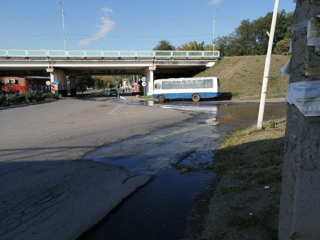 Коммунальная авария: центр Красного Сулина затопило фекалиями, фото-1