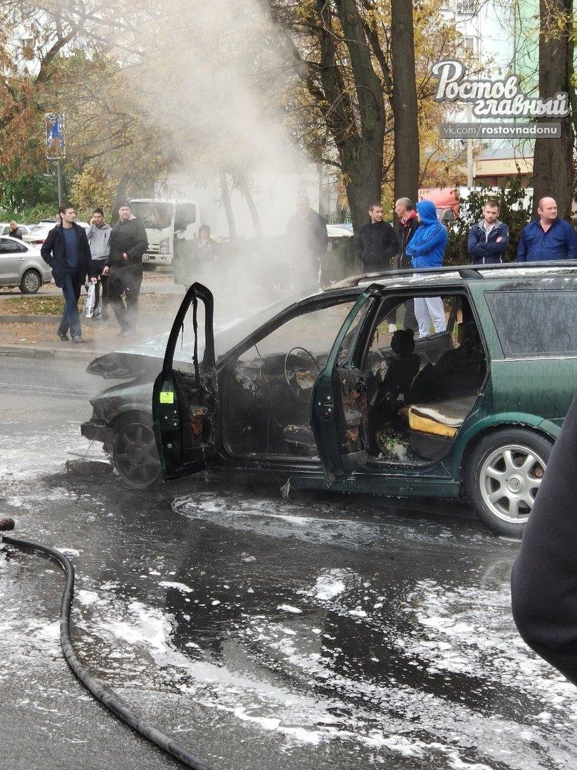 В Ростове после ДТП сгорела иномарка, фото-1
