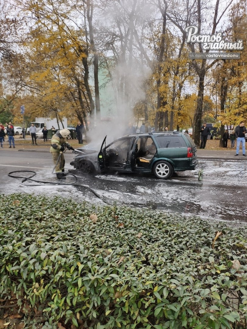 В Ростове после ДТП сгорела иномарка, фото-2