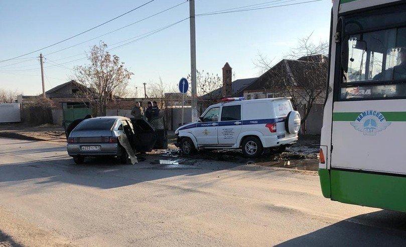 В Ростовской области ВАЗ протаранил машину ДПС, фото-2